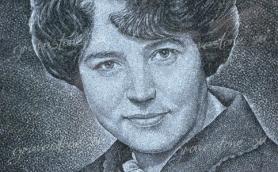 Портрет молодой женщины на памятнике