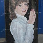 Женский портрет с рукой