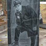 Мужской ростовой портрет (общий вид стелы)
